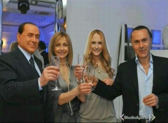 Berlusconi e famiglia Letizia foto